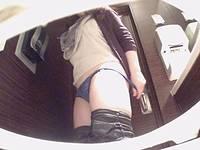 女子トイレ盗撮(119)ついに来た!超広角便器内+出入外撮り8名≧ほぼ正面2名うんちも