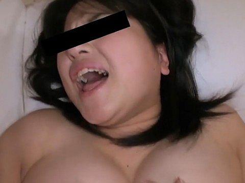 人妻自宅ハメ ~地方まで追いかけて~ 宮田詩織(27)